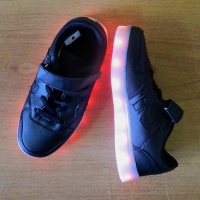 Кроссовки со светящейся LED подошвой (черные, 33, шнурки+липучка NB)