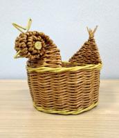 Конфетница курочка плетенная из бумажной лозы